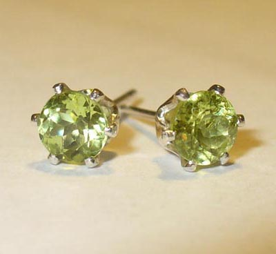 peridots stud earrings in sterling
